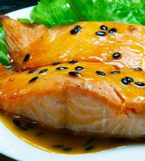como fazer salmão ao molho de maracujá